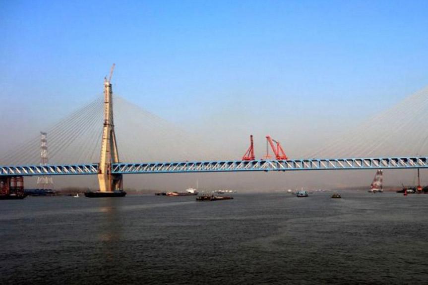 柳工歐維姆公司助力東非壯觀大橋